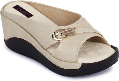 TRASE Women Off White Wedges