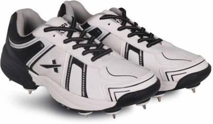Target Full Spike Cricket Shoes For Men(White, Black)
