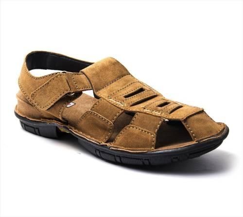 62b47606ca7 Binutop Men Camel Sandals Price in India