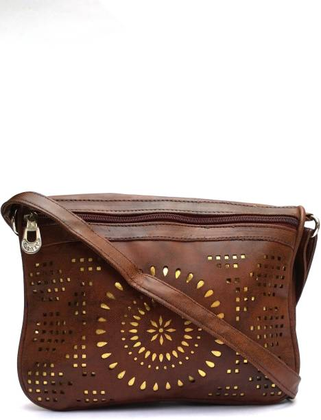 c06e162149 LEVENT LBL3B49 Sling Bag