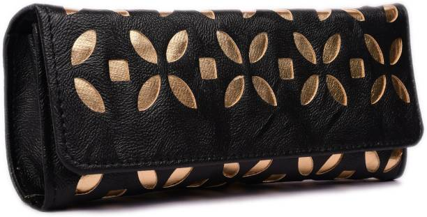 ac79814b51e5 Clutches - Buy Clutch bags   Clutch Purses Online For Women at Best ...