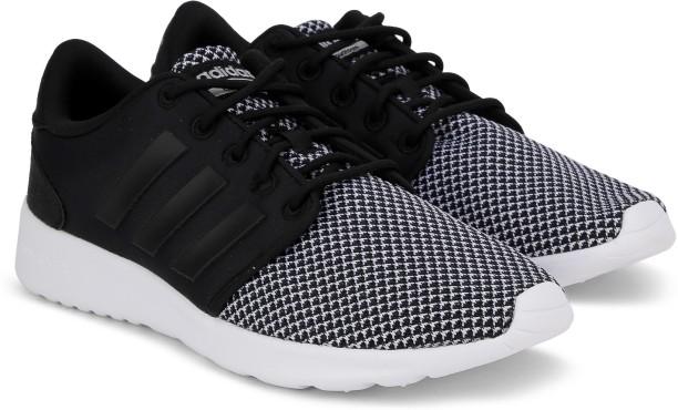 adidas nero e scarpe bianche per le donne