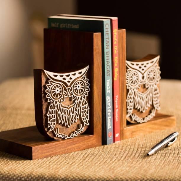 ExclusiveLane Owl Engraved Wooden Book End
