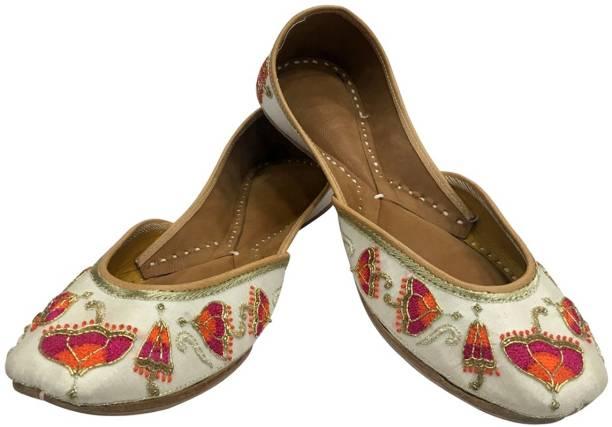 26dd21b9c Step N Style Ladies Peach Dabka Work Punjabi Jutti Ethnic Mojari Handmade  Rajasthani Juti Jutis For