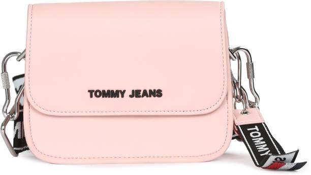 f518a8d02 Tommy Hilfiger Handbags Clutches - Buy Tommy Hilfiger Handbags ...