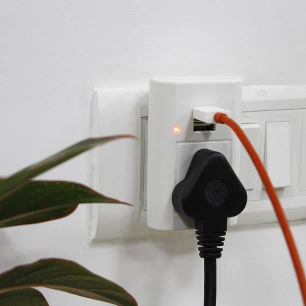 Spartan USB Charger with 3 Pin Universal Socket Worldwide Adapter Worldwide Adaptor