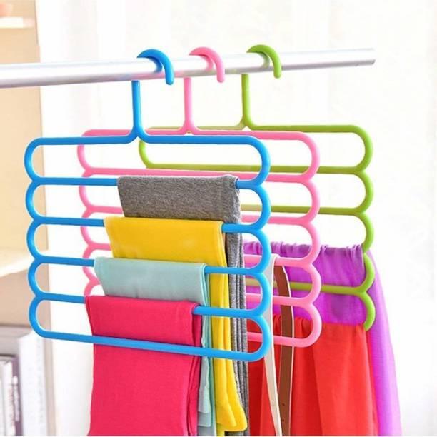 E-Retailer Plastic Pack of 3 Hangers