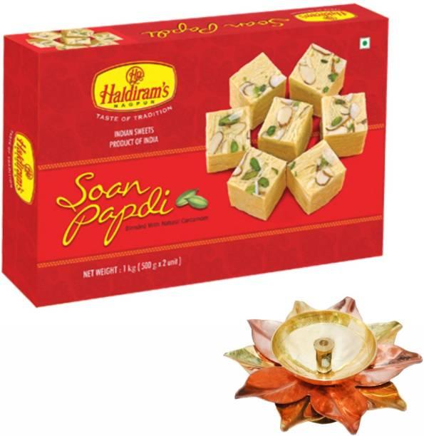 Haldiram's Soan Papdi 1 kg with Small Diya Assorted Gift Box
