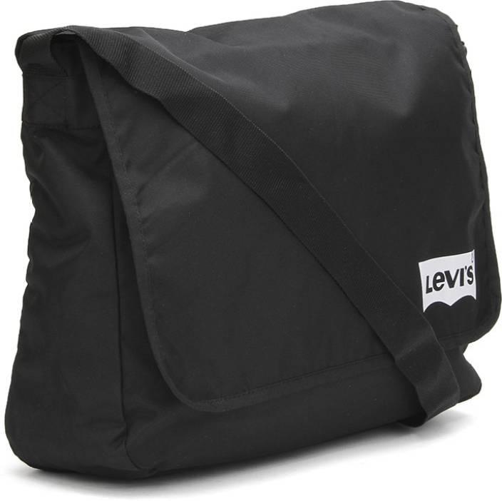 Buy Levi's Messenger Bag Black Online @ Best Price in India ...