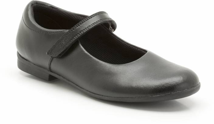 ebae927cbb3 Clarks Girls Velcro Oxford Shoes Price in India - Buy Clarks Girls ...