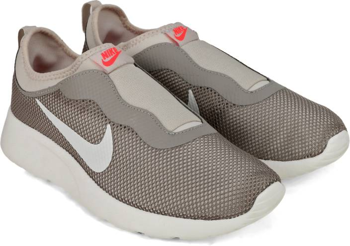 Nike WMNS NIKE TANJUN SLIP Sneaker Slip on For Women - Buy LT ... 2bd087f82