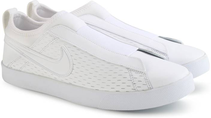 17694dd4ed1 Nike WMNS NIKE RACQUETTE  17 SLIP Slip on Sneakers For Women - Buy ...