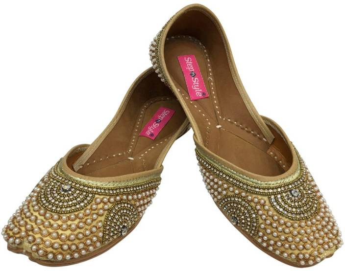 597286dc0 Step N Style Indian Women Shoes Leather Flip-Flops Juti Traditional  Handmade Mojari DD999 Party Wear For Women (Gold)