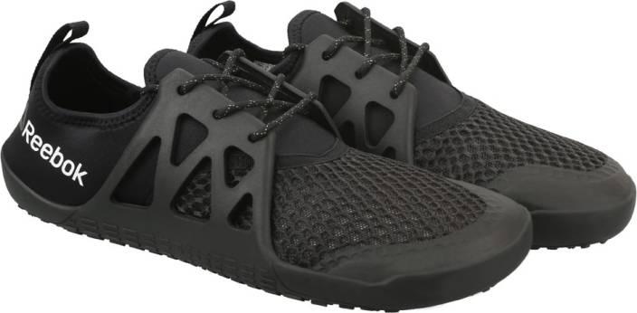 c05e2822508 REEBOK AQUA GRIP TR Training   Gym Shoes For Men - Buy BLACK WHITE ...