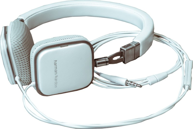 Harman Kardon Soho Wired Headphone(White, On the Ear)