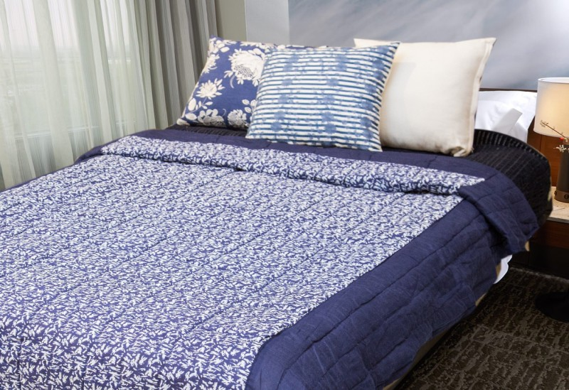 Reme Abstract Double Comforter(Cotton, White, Blue)
