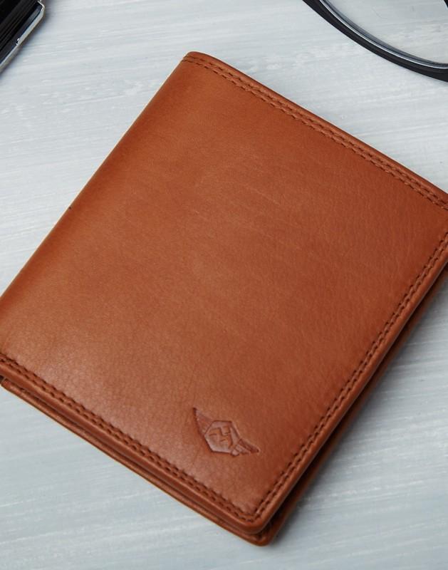 Metronaut Men Tan Genuine Leather Wallet(6 Card Slots)