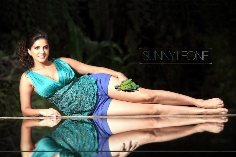SUNNY LEONE BLUE TOP CELEBRITY POSTER Paper Print(12 inch X 18 inch)