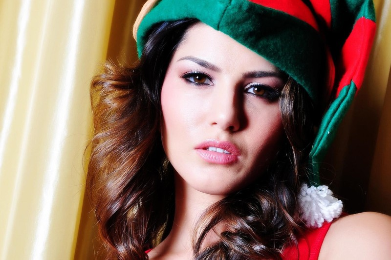 Sunny leone Poster Paper Print  (18 inch X 12 inch, Rolled) Paper Print(18...