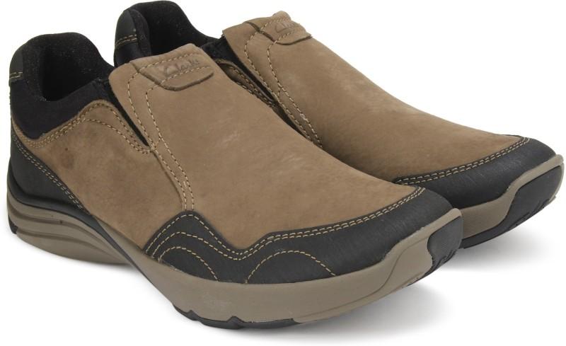 Clarks Wave Travel Mushroom Nubuck Running Shoes For Men(Brown)