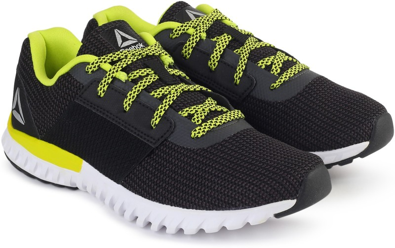REEBOK REEBOK CITY RUNNER Running Shoes For Women(Black)