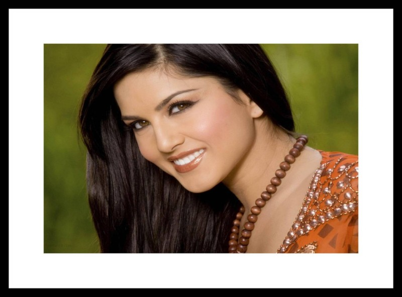 Sunny Leone Wall Poster Fine Quality Matte Finish ATHHLYWDKYWRDPOS9124 Paper Print(18 inch...
