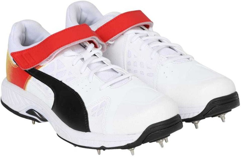 Puma evoSPEED 18.1 cricket Bowl Cricket Shoes For Men(White)