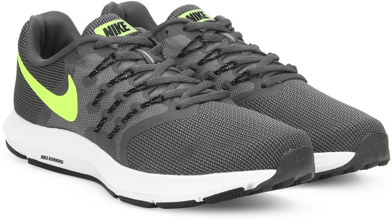 Nike RUN SWIFT Running Shoes For Men(Black, Grey)