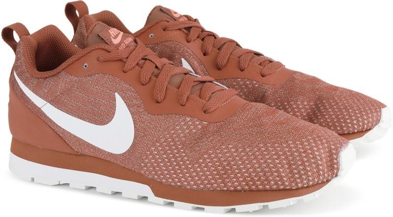 Nike NIKE MD RUNNER 2 ENG MESH Walking Shoes For Men(Brown)