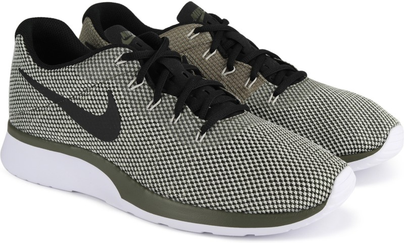 Nike NIKE TANJUN RACER Running Shoes For Men(White, Green)