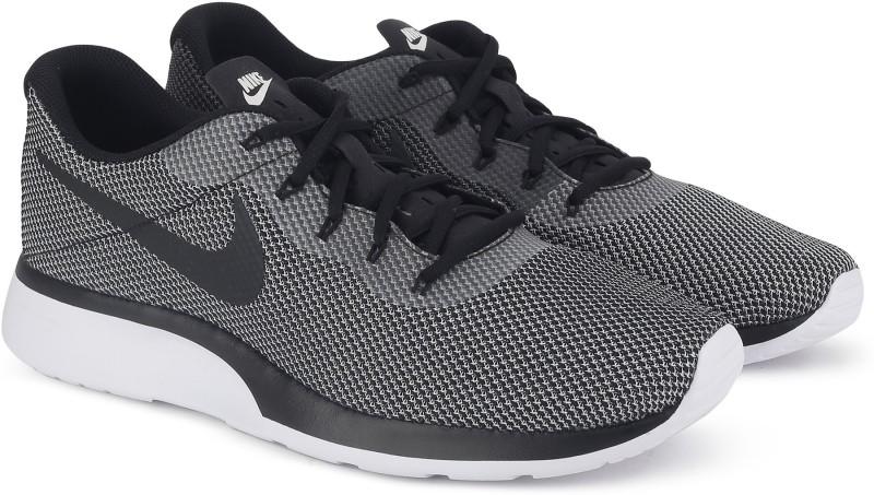 Nike NIKE TANJUN RACER Walking Shoes For Men(Multicolor)
