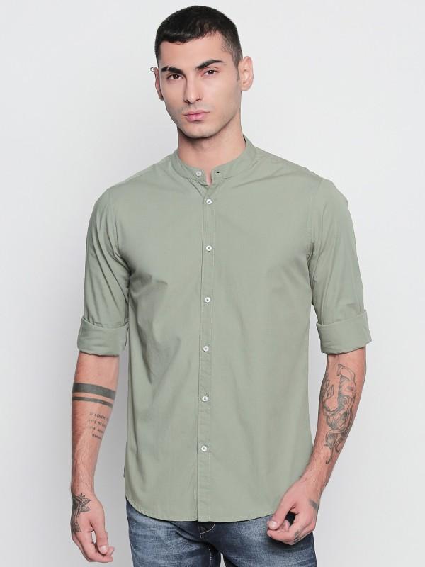 Dennis Lingo Men Solid Casual Green Shirt