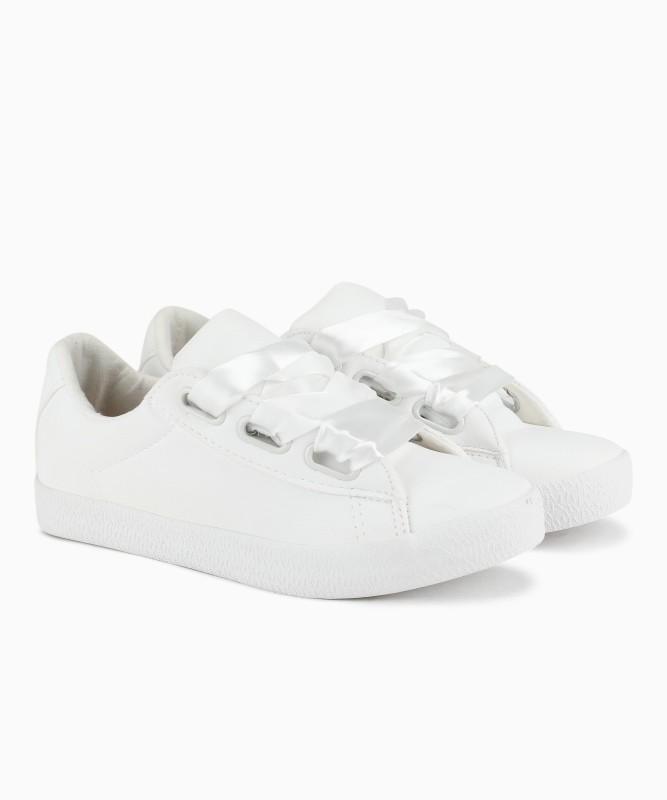 pantaloons white sneakers