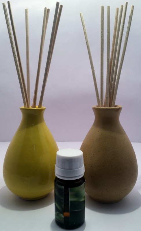 Lyallpur Stores Reed Pot Diffuser Combo Pack Of 2 Yellow And Brown Color With 1 Fragrance Oil 10 Ml Free Diffuser Set Pack Of 3 10 Ml Buy Online In Faroe Islands