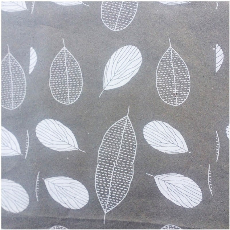 Bluecat GW_LTGRY_LILACLEAVES_004 Zig Zag Up Cycled Cotton Gift Wrapper(Light Grey, Lilac Leaves)