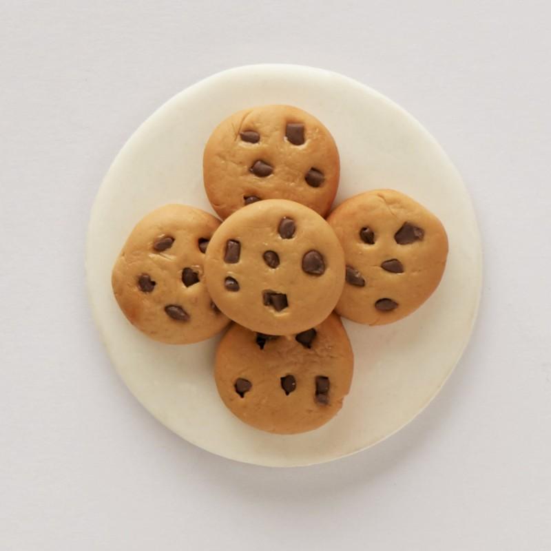 LittleThings Cookie Plate Fridge Magnet(Pack of 1, Beige)