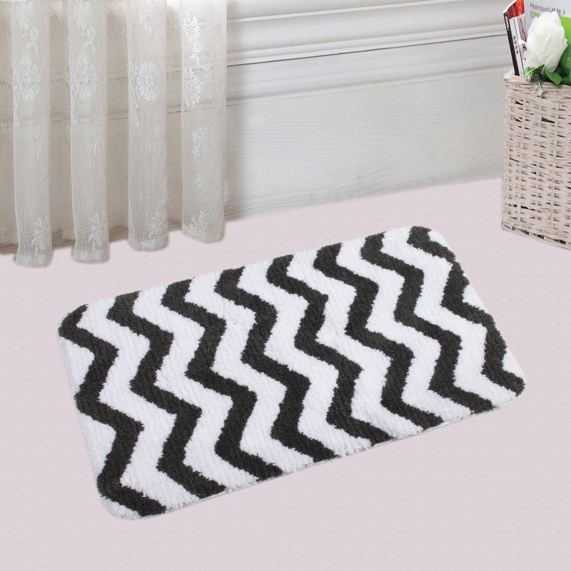 Saral Home Polyester Bathroom Mat(Black, Medium)