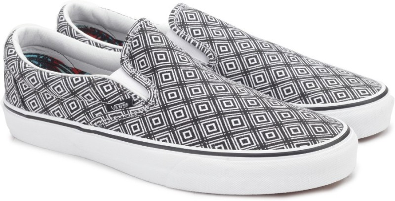 Vans CLASSIC SLIP-ON Loafers For Men(Black, White)
