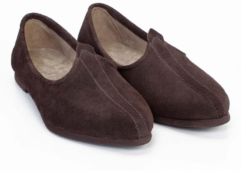 https://rukminim1.flixcart.com/image/800/800/shoe/z/g/n/brown-vngf-1010-bareskin-7-original-imadx6h3jp2pxcry.jpeg?q=90