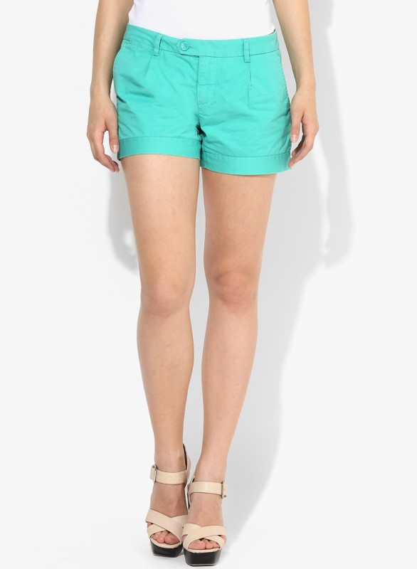 Vero Moda Solid Women's Green Chino Shorts