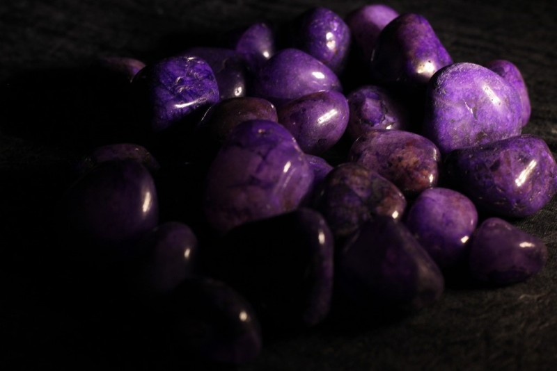 Pebblewala PBLWLA018 Polished Asymmetrical Onyx Pebbles(Purple 980 g)