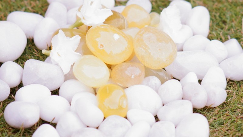 Pebblewala PBLWLA034 Polished Asymmetrical Onyx Pebbles(Yellow 980 g)