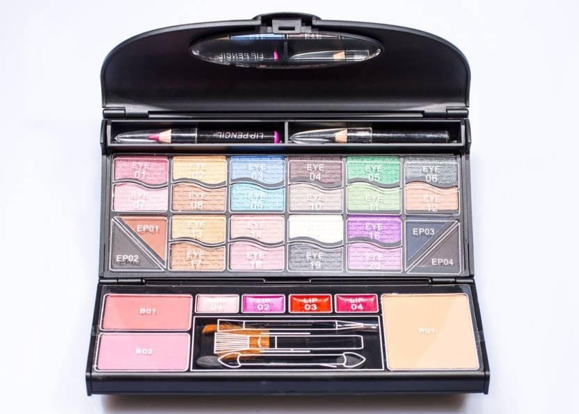 M A C Professionel Makeup Kit Set Of