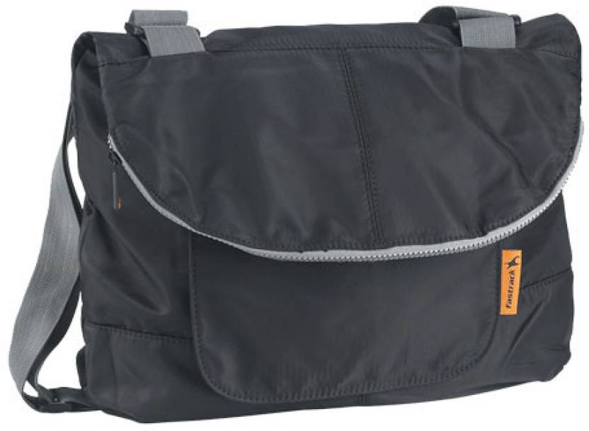 acebbc7a71b5 Buy Fastrack Messenger Bag Black Online   Best Price in India ...
