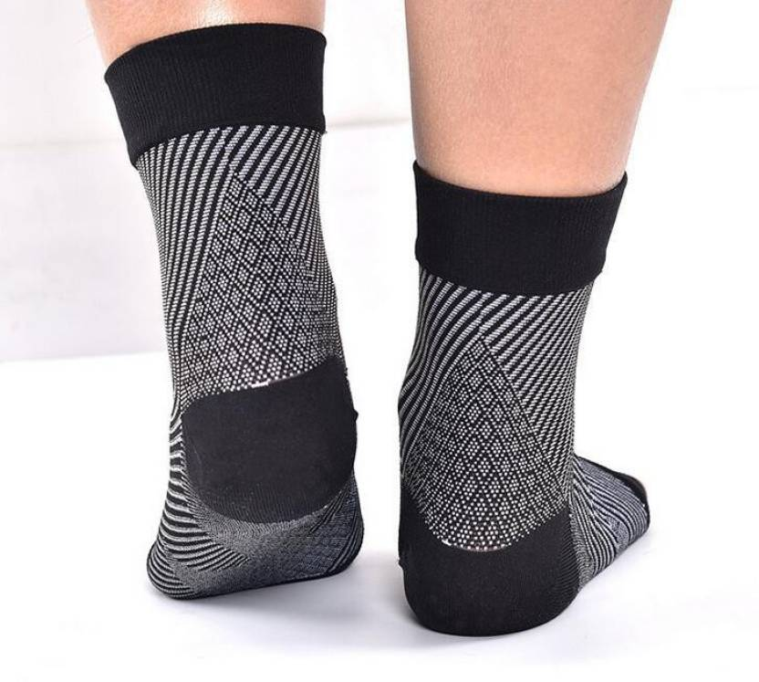 62d7e7b188 Lumino Cielo All-Day Compression Socks for Plantar Fasciitis Pain Relief -  Sleeve Style (L, Black) - Buy Lumino Cielo All-Day Compression Socks for  Plantar ...