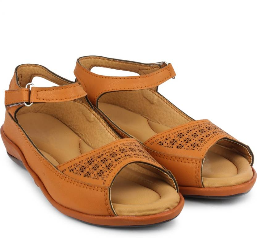 adc620b6ccf4 Dr.Sole Women Beige Casual - Buy Dr.Sole Women Beige Casual Online at Best  Price - Shop Online for Footwears in India