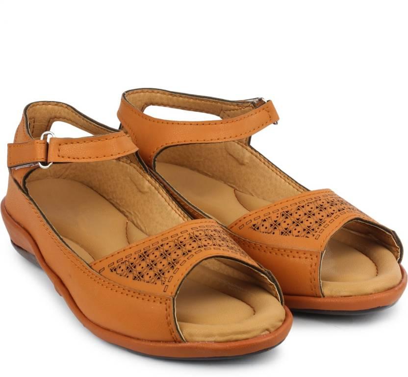 ba628df6f Dr.Sole Women Beige Casual - Buy Dr.Sole Women Beige Casual Online at Best  Price - Shop Online for Footwears in India