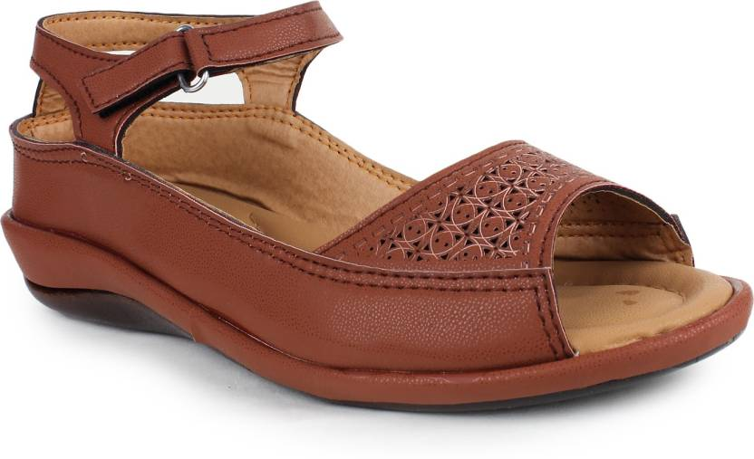 f8b1a1d69 Dr.Sole Women Brown Casual - Buy Brown Color Dr.Sole Women Brown Casual  Online at Best Price - Shop Online for Footwears in India