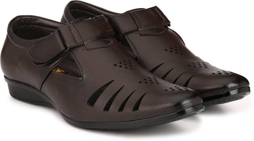 4547c993222 LAYASA Men BROWN Sandals - Buy LAYASA Men BROWN Sandals Online at Best  Price - Shop Online for Footwears in India