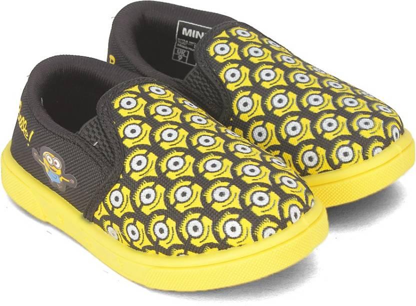 pretty nice 06e5a 368f0 Minions Boys Slip on Walking Shoes